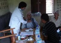 ネパールでの検診の様子
